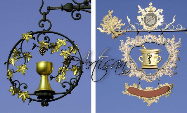 Геральдический знак виноделов – чаша с лозой винограда. Знак аптекарей – чаша и змея.