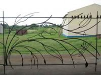 Декоративный кованый заборчик для сада