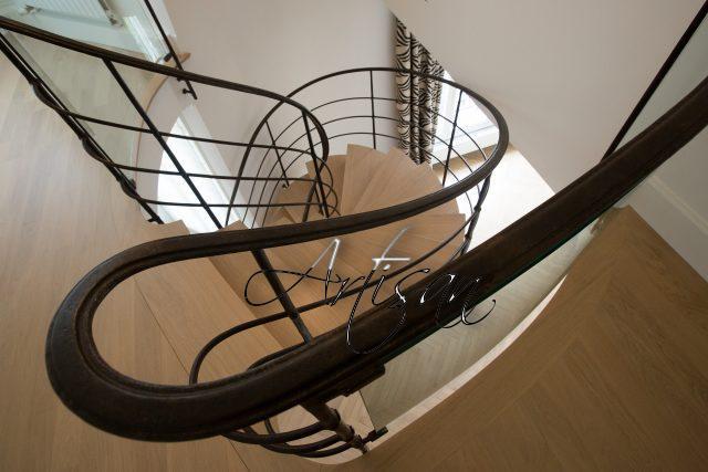 Кованая лестница в стиле модерн