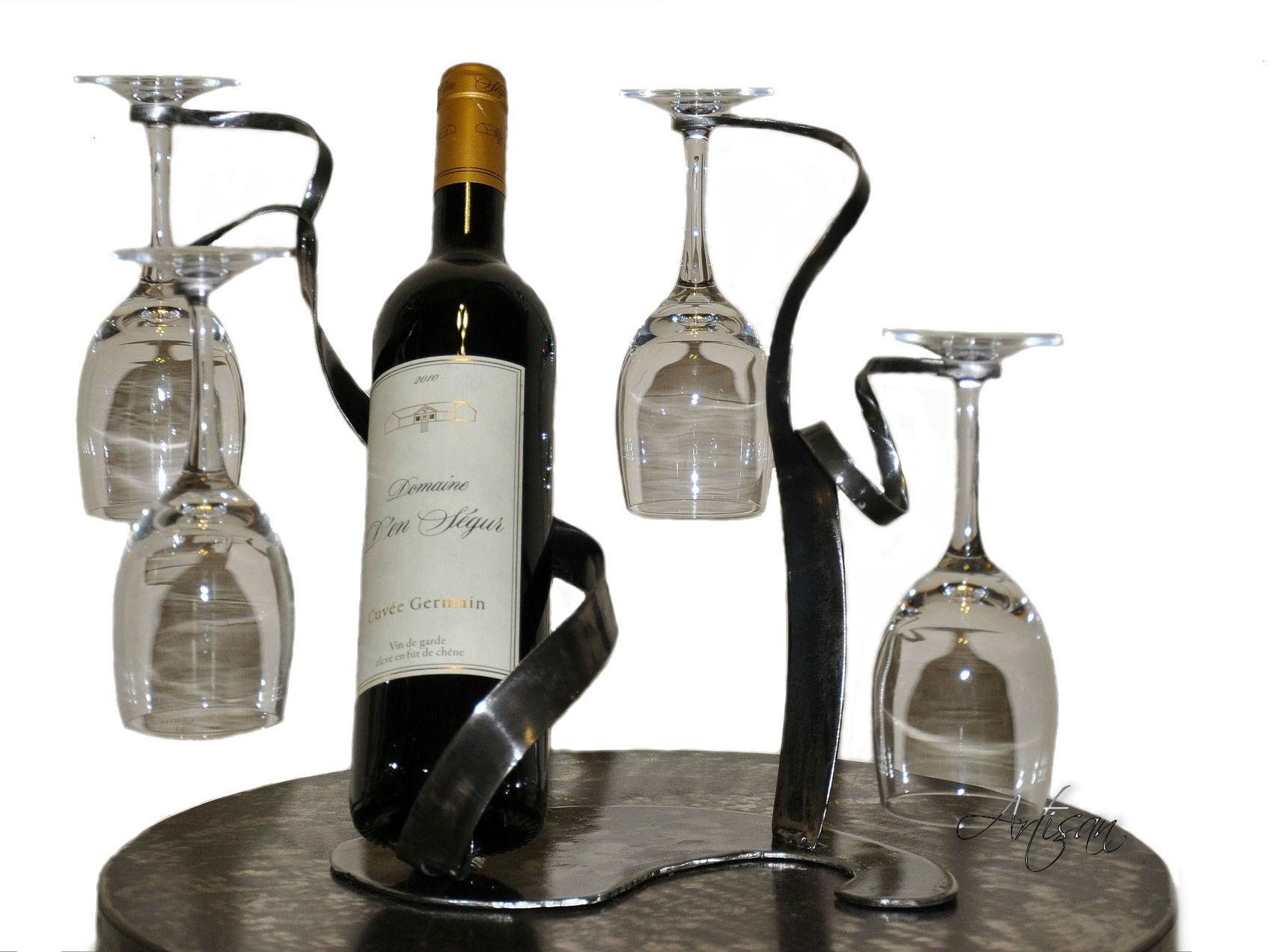 Металлическая подставка для бутылок Лента