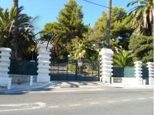 Кованые ворота с калиткой и оградой в едином стиле
