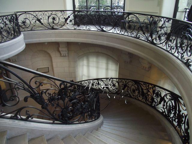 Кованые лестничные перила в стиле рококо