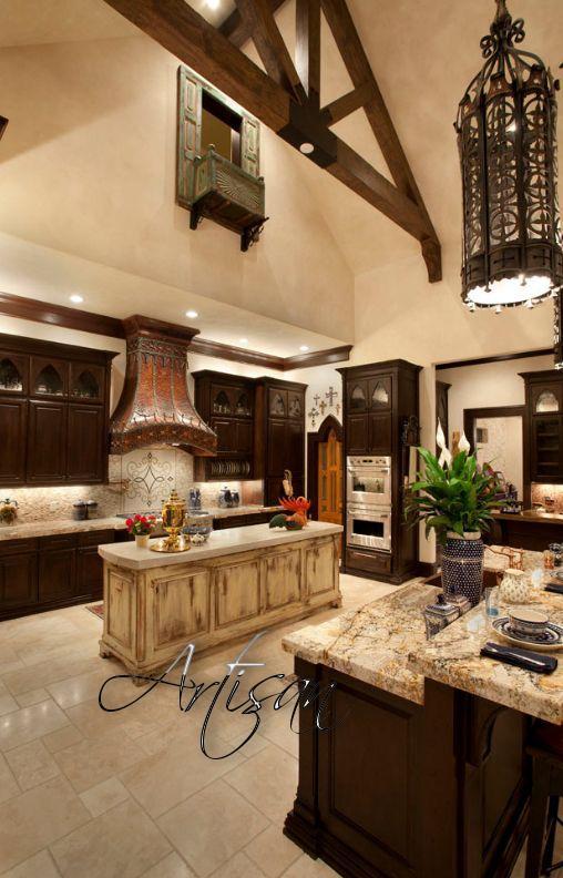 Кухня выполнена в средневековом стиле