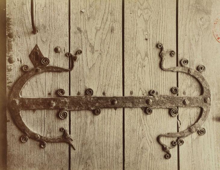 Накладные кованые элементы для входных дверей из дерева