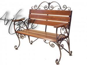 Кокетливая садовая скамейка, художественная ковка