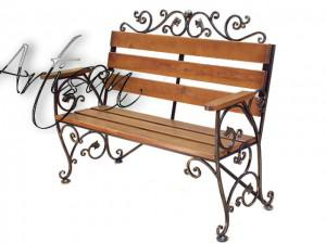 Изящная кованая скамейка