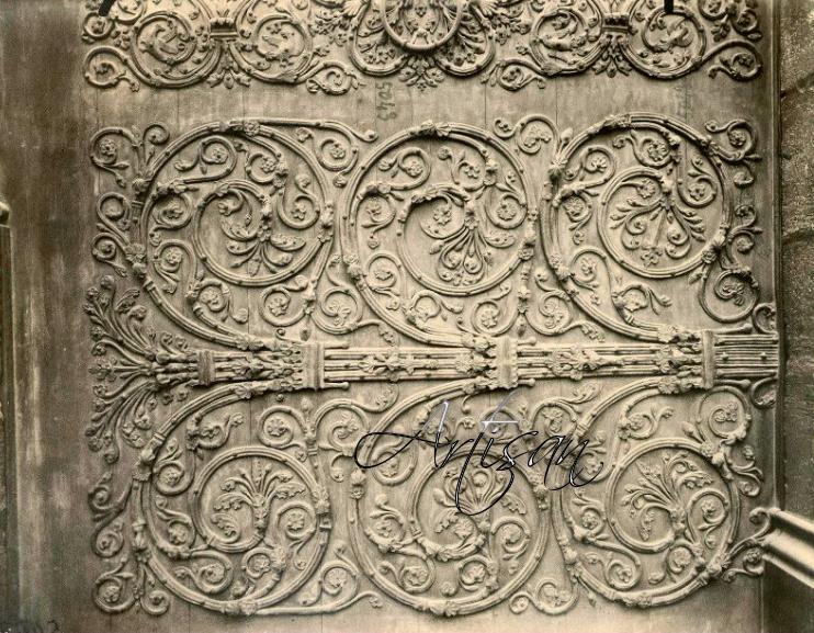 Фрагмент художественной ковки боковых дверей Нотр-дам-де-Пари