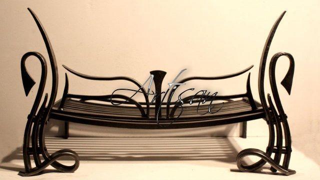 Кованая галошница – стильный и функциональный элемент прихожей