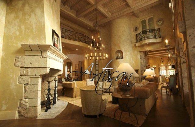 Интерьер в тосканском стиле имеет множество деталей, среди которых особое место занимают кованые элементы